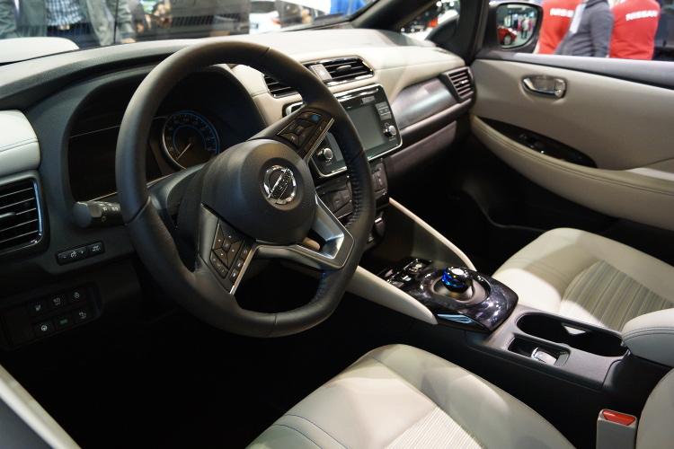 Nissan Leaf 2018 wnętrze