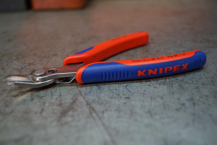 Szczypce dla elektroników Knipex